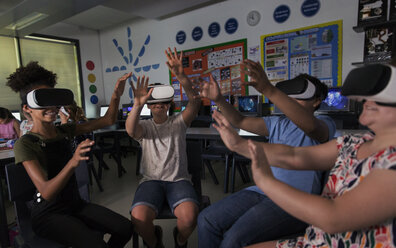 Junior high school students using virtual reality simulators in classroom - CAIF22935