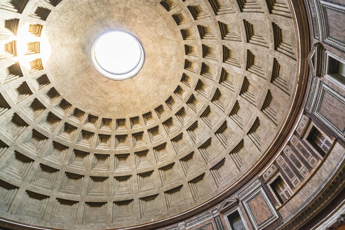 Italiy, Rome, view to coffered ceiling of Pantheon, partial view - FLMF00163