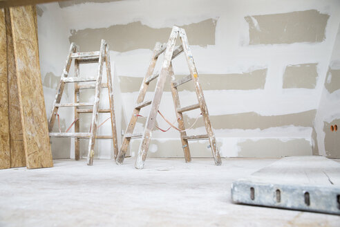 Two ladders in an attic to be renovated - MFRF01163
