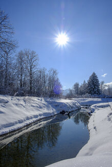 Germany, Bavaria, Upper Bavaria, Isar Valley, Lenggries, Isar in winter against the sun - LBF02404