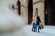 Couple on shopping spree, Firenze, Toscana, Italy - CUF49431