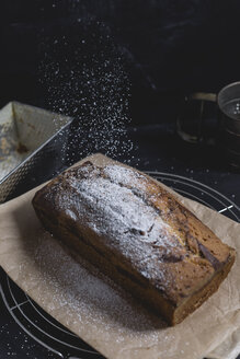 Marble cake with icing sugar - STBF00239