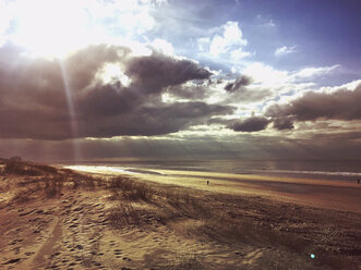 Belgium, Flanders, North Sea Coast, North Sea, dunes, beach and ocean with dramatic clouds and sunbeams - GWF05910