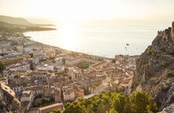 Sicily, Cefalu, View to old town of Cefalu, Cefalu Cathedral at sunrise, view from Rocca di Cefalu - MAMF00475