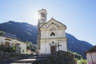 Switzerland, Ticino, Verzasca Valley, church in Lavertezzo - GWF05950
