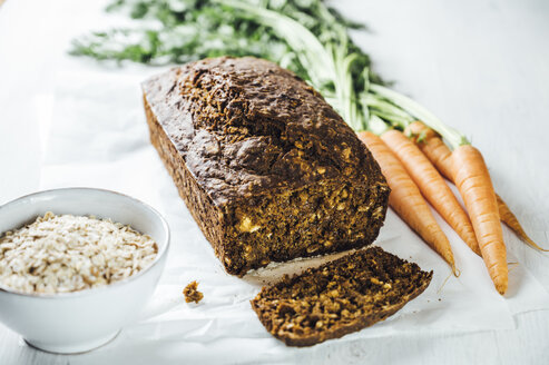 Swedish carrot bread 'Morotslimpa' with oats and dark syrup - IPF00504
