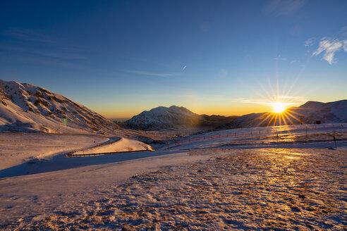 Italy, Abruzzo, Gran Sasso and Monti della Laga Park, Camicia mountain at sunrise in winter - LOMF00850