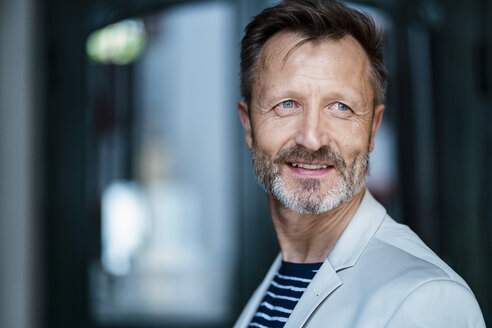 Portrait of smiling mature man with greying beard - DIGF06044