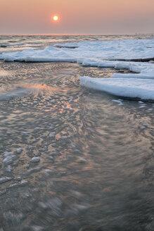 Switzerland, Thurgau, Lake Constance, Kesswil, ice floes at the lake shore in the sunrise - SH02085