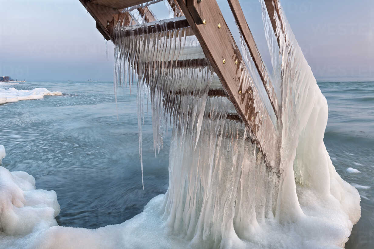 Switzerland, Thurgau, Lake Constance, Kesswil, icicles on the stairs of an old bath house and lake shore at sunrise - SH02088 - Holger Spiering/Westend61