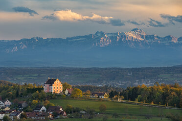 Germany, Baden-Wuerttemberg, Lake Constance, Langenrain, Freudental castle and alps - SH02124