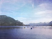 Austria, Salzburg, Salzkammergut, Salzburger Land, St. Gilgen, view across Wolfgangsee and Alps - GWF05989