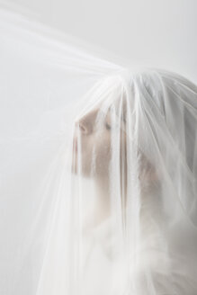 Graceful woman trapped in a veil - ALBF00765