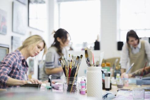 Women painting in art class - HEROF28168