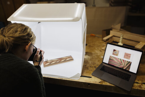 Female artist photographing with light box - HEROF28267