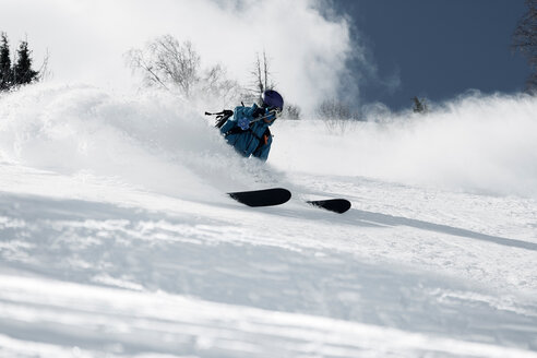 Male skier skiing down mountainside, low angle view, Alpe-d'Huez, Rhone-Alpes, France - CUF49682