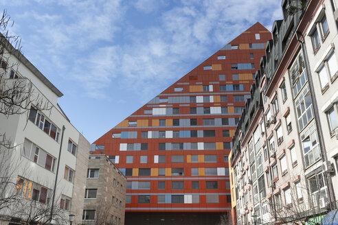 Slovenia, Ljubljana, view to facade of R5 residential building - FCF01722