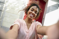 Selfie of a happy young woman in the city - JSMF00866
