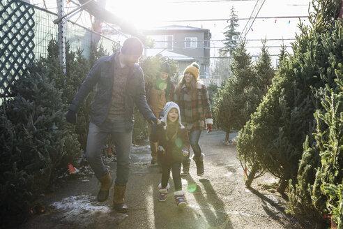 Family shopping for Christmas tree at Christmas market - HEROF28570