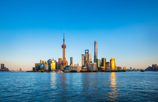Huangpu river and Pudong skyline, Shanghai, China - CUF49829