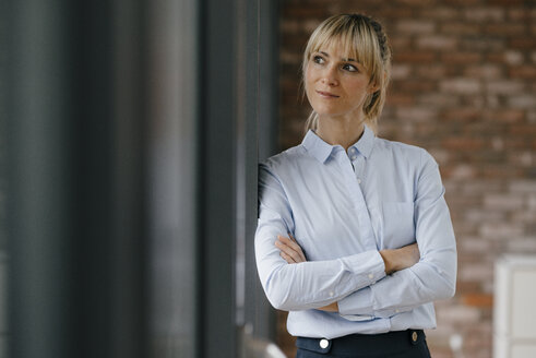 Portrait of a blond businesswoman with arms crossed - JOSF03223
