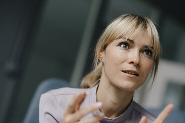 Portrait of a blond businesswoman, talking passionately - JOSF03271