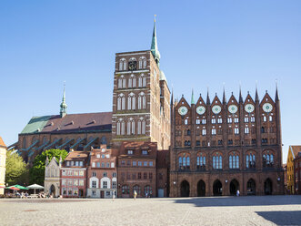 Germany, Mecklenburg-Western Pomerania, Stralsund, Old town, St. Nicholas' Church and Townhall - MAMF00492