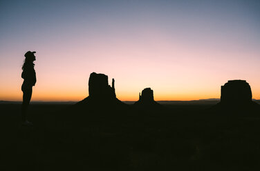 USA, Utah, Monument Valley, silhouette of woman with cowboy hat enjoying sunrise - GEMF02883