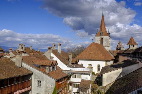 Ausblick auf Dächer der historischen Altstadt, mit Deutschen Kirche, Murten, Kanton Freiburg, Schweiz, - LBF02425