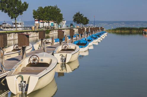 Austria, Burgenland, Lake Neusiedl, boats in Podersdorf - AIF00632