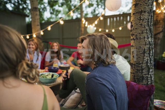 Friends enjoying backyard dinner party - HEROF28833 - Hero Images/Westend61