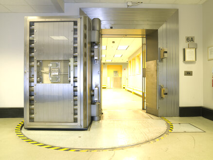 Open vault door the US Federal Reserve Bank of Chicago strong room. - MINF10728