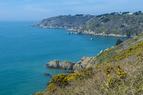 United Kingdom, Channel islands, Guernsey, overlook over the south coast - RUNF01543