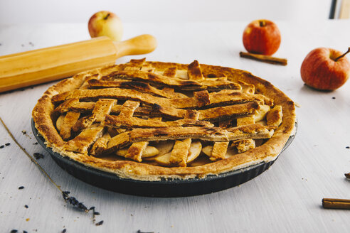 Home-baked apple pie - ERRF00792