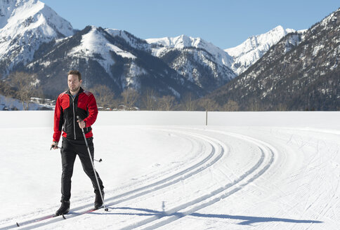 Austria, Tyrol, Achensee, man doing cross country skiing - MKFF00462