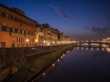 Italy, Tuscany, Florence, Arno river, View from Ponte alla Carraia at night - LAF02235