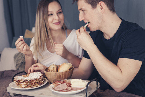 Young couple having breakfast in bed - SEBF00075