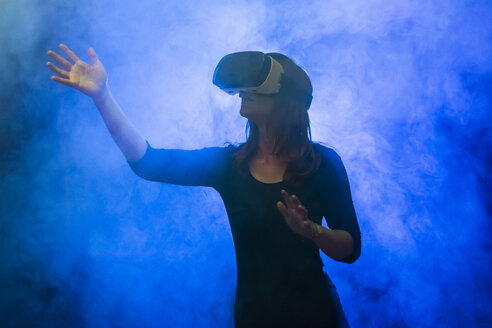 Woman with virtual reality glasses in the fog - SARF04168