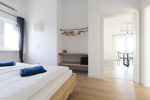 Modern bedroom - SBOF01895