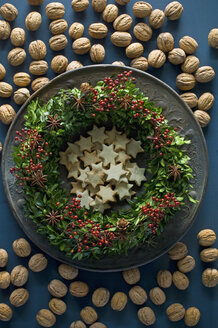 Selfmade Advent wreath, boxwood twigs, rosehip, star anise, shortbread and walnuts - ASF06316