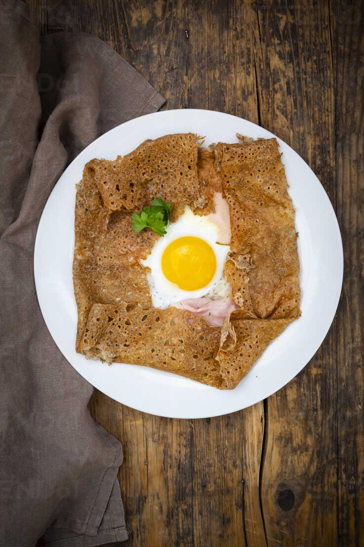 Galette Complete Breton Buckwheat Pancake With Egg Cheese Und Ham Glutenfree Lvf07902 Larissa Veronesi Westend61