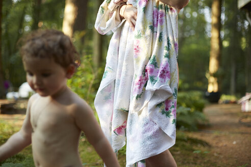 Mother wrapped in a towel and nude daughter in nature - AMEF00047