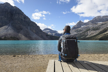 Canada, Jasper and Banff National Park, Icefields Parkway, man at lakeside - EPF00577