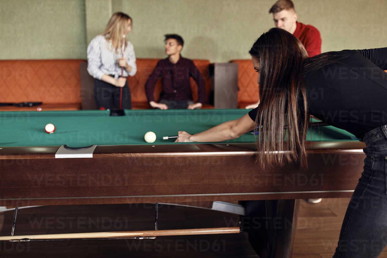 Young woman playing billiards with friends - ZEDF02038 - Zeljko Dangubic/Westend61