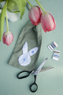 Sachet with silhouette of Easter bunny head - GISF00408