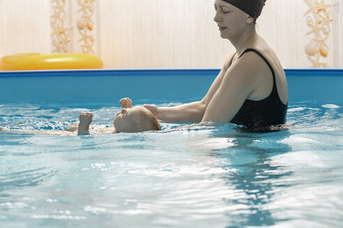 Baby swimming, mother with daughter in swimming pool - VGF00275