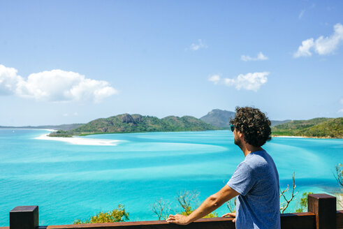 Australia, Queensland, Whitsunday Island, man looking at Whitehaven Beach - KIJF02479