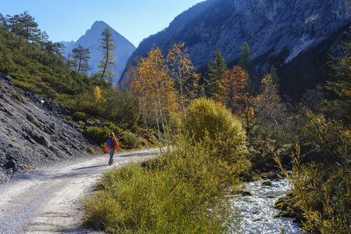 Austria, Tyrol, Karwendel mountains, Hinterautal, woman hiking along River Isar - SIEF08489