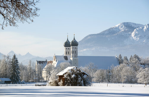 Germany, Upper Bavaria, Toelzer Land, Benediktbeuern Abbey in winter - LHF00622