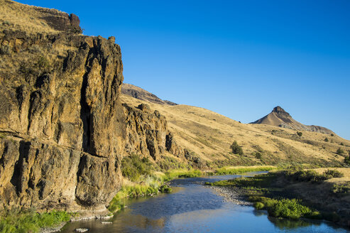 USA, Oregon, John Day Fossil Beds National Monument, John Day River - RUNF01674